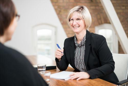 Die Notarin Sabine Bleuel